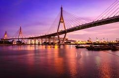 Мосты и красивый свет вечера Стоковые Изображения RF