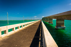 Мосты над бирюзой мочат в Islamorada, в ключах Флориды Стоковое фото RF