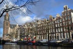 Мост Амстердама старый над каналом Amstel реки стоковая фотография