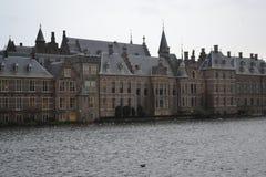 Мост Амстердама старый над каналом Amstel реки стоковое фото