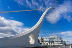 Мост арфы в городе Ирландии Дублина Стоковые Изображения
