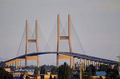 Мост Алекса Fraser с светом захода солнца стоковые фотографии rf