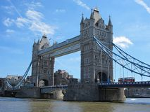 Мост башни в Лондоне в течение дня Стоковое фото RF