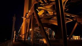 Мост башни в Сакраменто на nighttime акции видеоматериалы