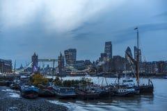 Мост башни и город Лондон стоковая фотография