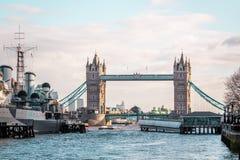 Мост башни Лондона, солнечная погода, Англия стоковое фото