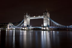 Мост башни на ноче Стоковое Изображение RF