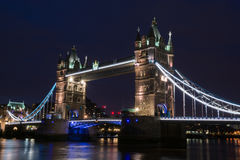 Мост башни на ноче Стоковые Изображения RF