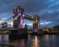 Мост башни на ноче Стоковое Изображение