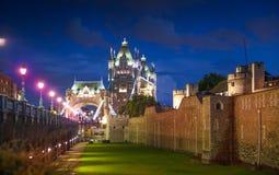 Мост башни на реке Темзе причаленный взгляд корабля порта ночи Стоковые Фотографии RF