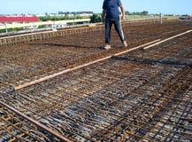 Мост бетона армированного проверки инженера стоковое фото rf