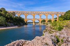 Мост был построен в римских временах на реке Gardon 3-tiered мост-водовод Pont du Гар - самая высокая в Европе Провансаль, стоковые фото