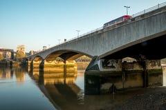 Мост Ватерлоо через Реку Темза рано утром, Лондон Стоковое фото RF