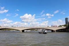 Мост Ватерлоо над рекой Темзой в Лондоне Стоковая Фотография