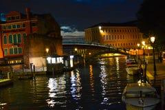 Мост Венеции на ноче Стоковые Фото