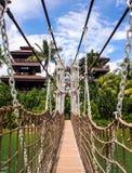 Мост веревочки к башне стоковая фотография rf