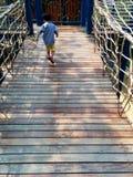 Мост веревочки спортивной площадки Стоковые Изображения RF
