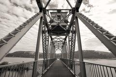 Мост велосипеда B&W над озером Стоковое Фото