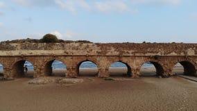 Мост-водовод на пляже в Caesarea видеоматериал