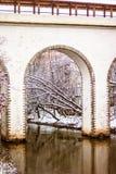 Мост-водовод Rostokinsky Свод над рекой Yauza Стоковые Изображения