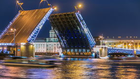 Мост дворца повышения и timelapse Kunstkamera сток-видео