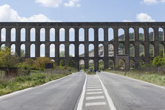 Мост-водовод Vanvitelli или мост-водовода Каролины мост-водовод построенный для того чтобы поставить di Казерту Reggia и комплекс Стоковые Изображения