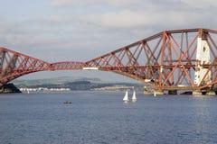 мост вперед прокладывает рельсы Шотландия Стоковое Изображение RF