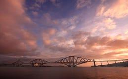 мост вперед прокладывает рельсы Стоковая Фотография