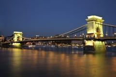 Мост в Будапешт к ноча Стоковые Изображения RF
