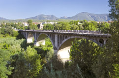 Мост в городке Besalu, Каталония, Испания. Стоковое Изображение