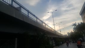 Мост в заходе солнца стоковое изображение
