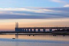 Мост в заходе солнца в декабре Стоковые Изображения