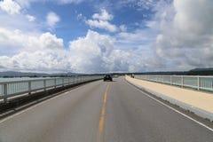 Мост в Окинаве, Япония Kouri Стоковое фото RF