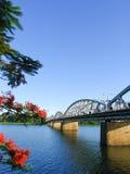Мост в оттенке, Вьетнам Truong Tien Стоковые Фотографии RF