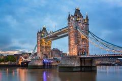 Мост в утре, Лондон Великобритания башни Стоковая Фотография RF