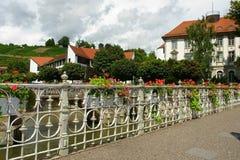 Мост в цветках Стоковая Фотография