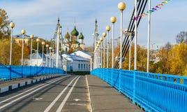 Мост в Yaroslavl через реку Kotorosl стоковые изображения