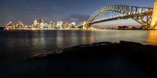 Мост гавани Сиднея и город в Австралии Стоковое Изображение