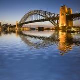 Мост гавани Сиднея на сумерк Стоковая Фотография
