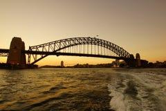 Мост гавани Сиднея подсвеченный на заходе солнца, Австралия Стоковые Изображения RF
