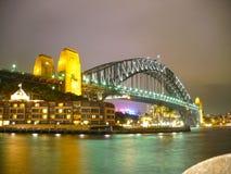 Мост гавани Сиднея на nightime стоковые фотографии rf