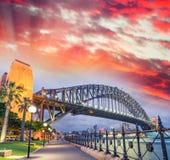 Мост гавани Сиднея с красивым заходом солнца, NSW - Австралия Стоковое Изображение RF