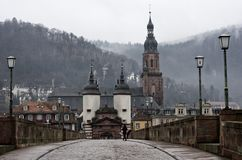 Мост Гейдельберга старый и башня, Германия стоковая фотография