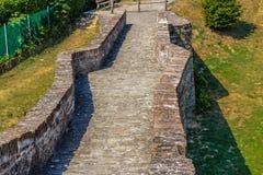 мост горба 3 archs средневековый в Италии Стоковые Фото
