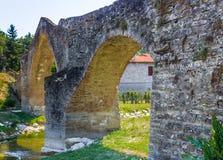 мост горба 3 archs средневековый в Италии Стоковая Фотография