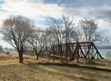 Мост железной дороги озером Onondaga стоковая фотография rf