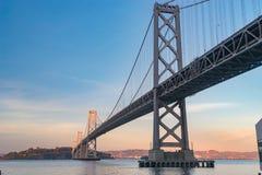 Мост залива Окленд-Сан Франсиско стоковые фото
