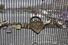 Мост замка влюбленности Парижа Стоковые Фотографии RF