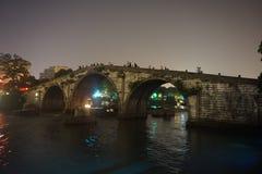 Мост западного озера Ханчжоу сломленный стоковое изображение rf