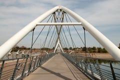 Мост запруды озера городк Tempe идя Стоковые Фотографии RF
